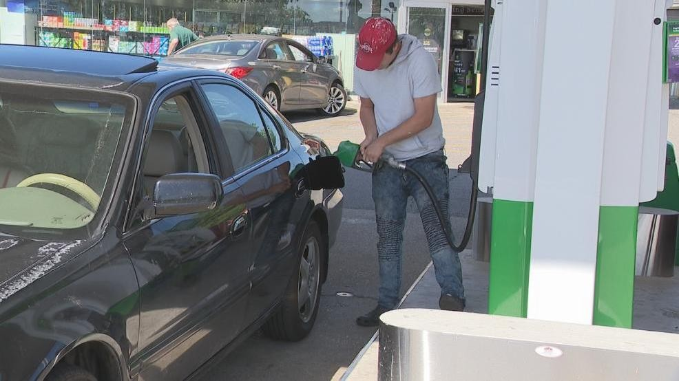Cheap Gas Columbus Ohio >> Central Ohio Gas Prices Fall Nearly 20 Cents Wsyx